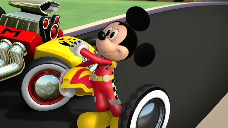 """Micky und die flinken Flitzer - """"Mickey's Wild Tire!"""" - Mickey tries to surprise racing champion Jiminy Johnson with a tire from his first roadster. This episode of """"Mickey and the Roadster Racers"""" airs Sunday, January 15 (9:00 - 9:25 A.M. EST) on Disney Junior. (Disney Junior) MICKEY MOUSE"""