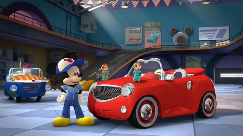 """Micky und die flinken Flitzer - """"Race for the Rigatoni Ribbon!"""" - Mickey and the gang compete against Piston Pietro throughout Rome, while a runaway giant meatball chases after Goofy. This episode of """"Mickey and the Roadster Racers"""" airs Monday, January 16 (12:00 - 12:25 P.M. EST) on Disney Junior. (Disney Junior) DONALD DUCK, MICKEY MOUSE, CHIP, DALE"""